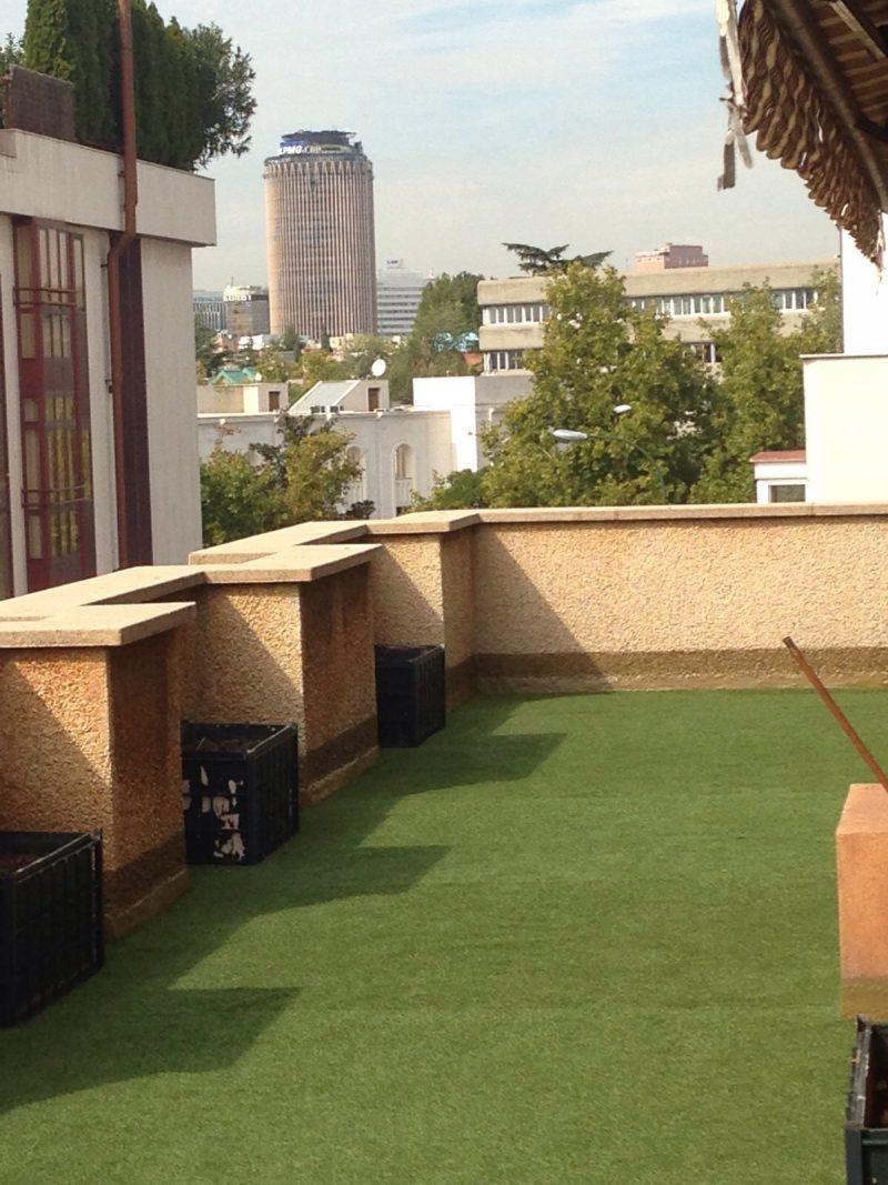 Cesped artificial en terrazas cheap csped artificial para - Cesped artificial terrazas ...